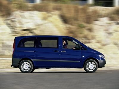 Каркасные шторки на Mercedes-Benz Vito W639 открывается одна ЗБ (Минивэн, 4-дв., с 2003 по 2014)