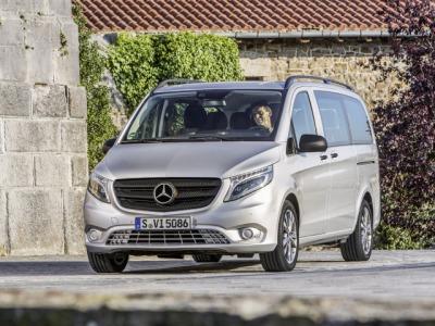 Каркасные шторки на Mercedes-Benz Vito W447 открываются две ЗБ (, 5-дв., с 2014 по н.в.)